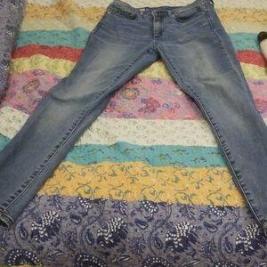Stretch barely worn gap skinny jeans